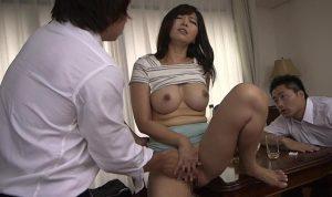 夫の目の前で犯され悶える美人妻 KAORI強姦妻動画