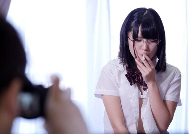 向かいの部屋の女子中学生を覗いたら驚愕の…覗き動画