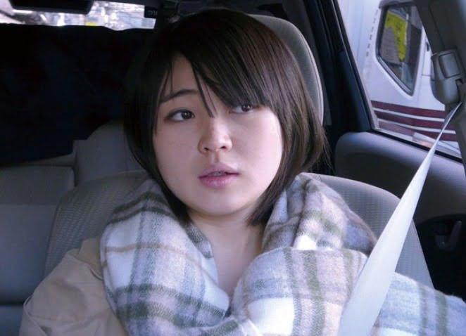 騎乗位の快感で涙す微乳妻23歳 素人NTR動画